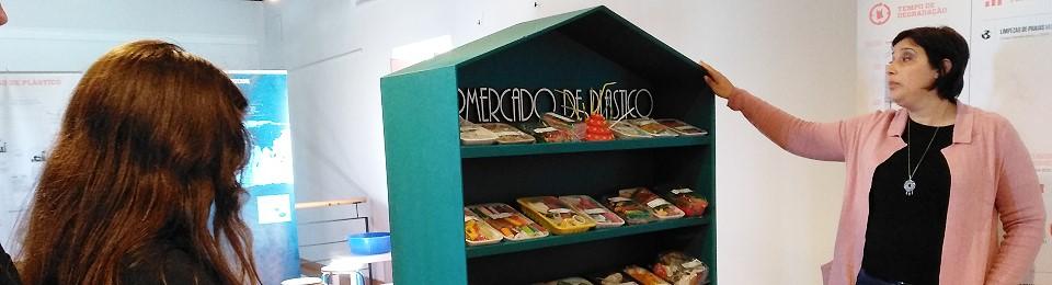 """Visita de estudo à exposição """"Mar de Plástico""""- Moinho de Marés de Alhos Vedros"""